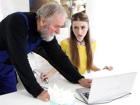 Old guy fucks young teenager after he helps with laptop